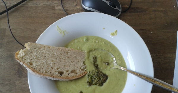 Image of fresh and homemade pea soup with mint-citrus pesto.